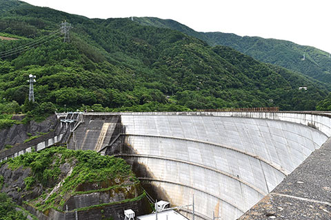 水殿ダムのアーチ